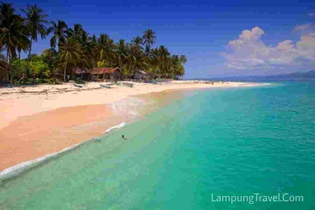Bersama Travel Jakarta Lampung, Wisata ke 7 Pantai Lampung Wajib Dikunjungi